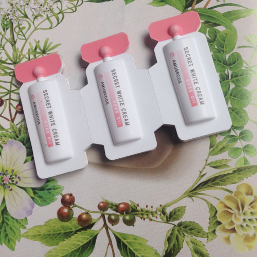 Dung Dịch Làm Hồng và Se Khít Vùng Kín Amusecos Secret White Cream Rose Oil